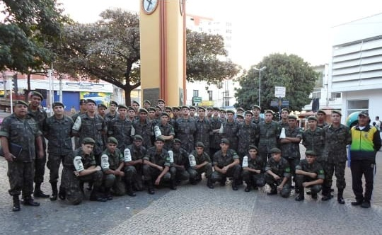 HOMENAGEM DE 75 ANOS DO TIRO DE GUERRA 04-016