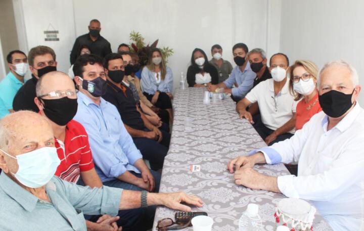 Prefeito de Itaperuna se reúne com prefeitos da região