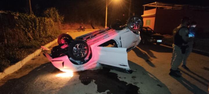 Motorista perde o controle e cai em uma ribanceira em Eugenópolis na madrugada deste domingo